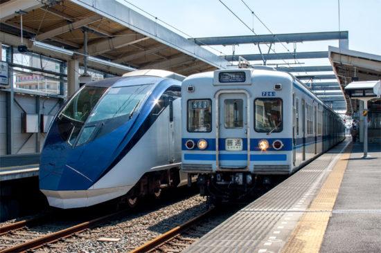 成田スカイアクセス線列車と並ぶ北総線列車