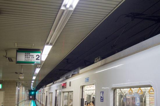LED化された矢切駅ホーム照明(8/25・矢切)