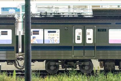 仮台車を使用する本件車両(8月22日)